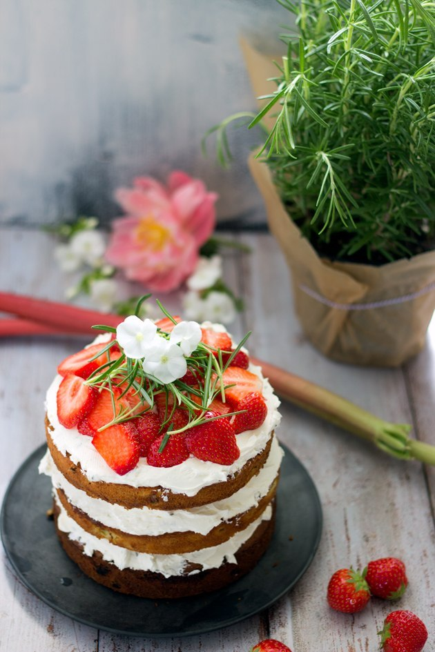 strawberry - rhubarb - cake with white chocolate - rosemary - swiss meringue buttercream