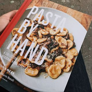 and now I'm hungry. Nice book by @jennlouis #pastabyhand #hungry #cookbook #kochbuch #suechtig #neuimregal #neuesbuchfuerseschhoernchen